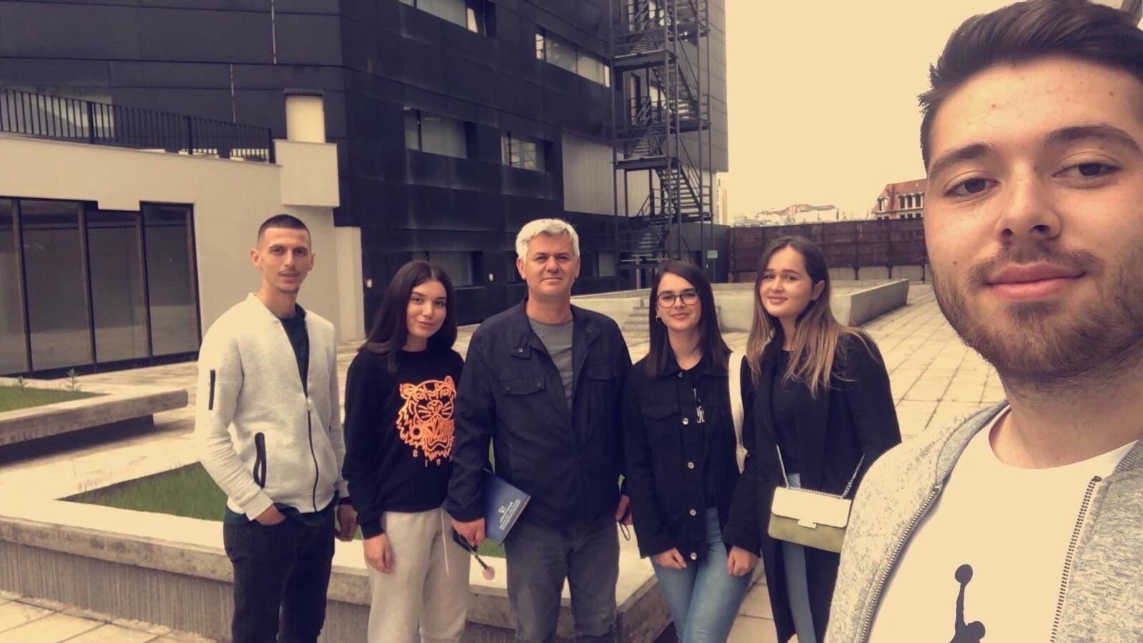 """Studentët e Akademisë Evolucion, Dizajnit të Enterierit, vizituan kompleksin """"Ramiz Sadiku""""."""